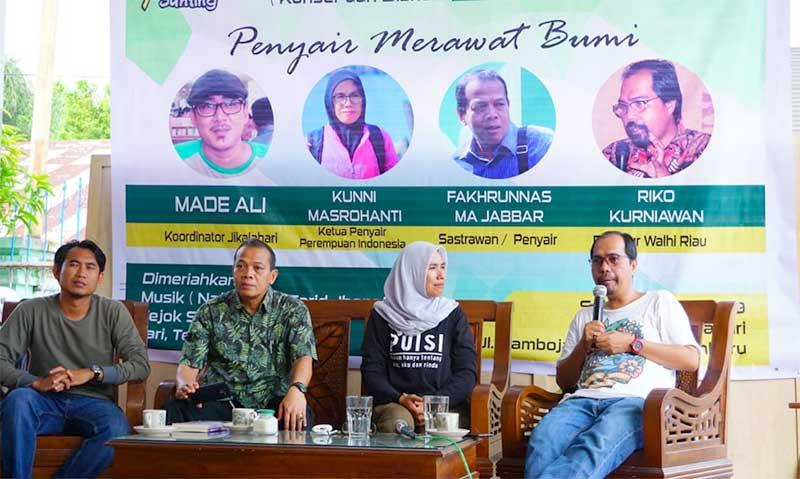 Penyair dan Aktivis Lingkungan Bincangkan Puisi dan Hutan Riau