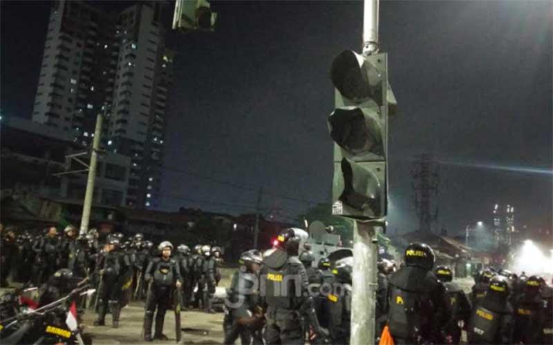 Beginilah Akibat Demo Ricuh di Jalan Raya Pejompongan
