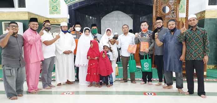 Satu Keluarga Memeluk Islam dan Bersyahadat di Masjid An-Nur