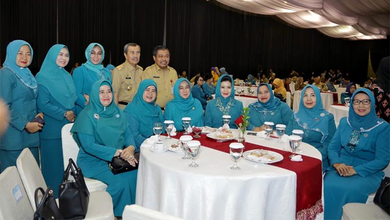 Gubri dan Ketua PKK Hadiri Sertijab TP PKK Pusat