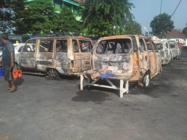 Anak Saksikan Orangtua Terbakar di Dalam Mobil