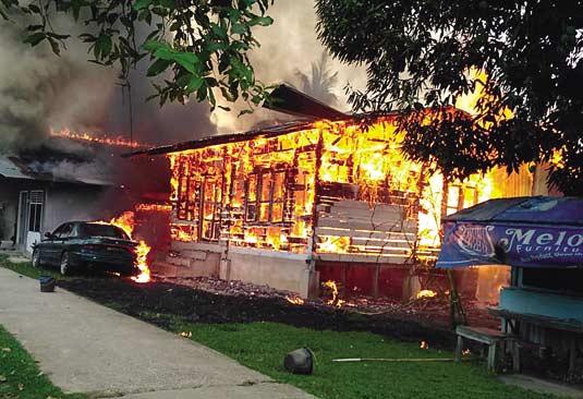 Dua Unit Rumah Ludes Terbakar di Jalan Sembilang